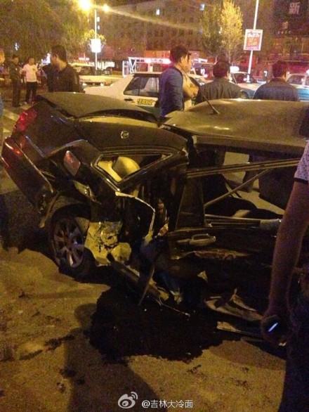 安分局门前发生车祸 大众CC与桑塔纳相撞